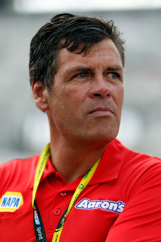 Michael Waltrip to join brother Darrell on Fox NASCAR coverage in 2012